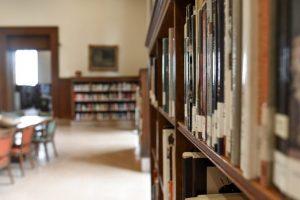 El Buit entre el Sistema Educatiu Tradicional Presencial i l'Educació Online - ConsulCat